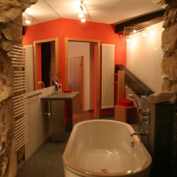 Badezimmer der Rosensuite